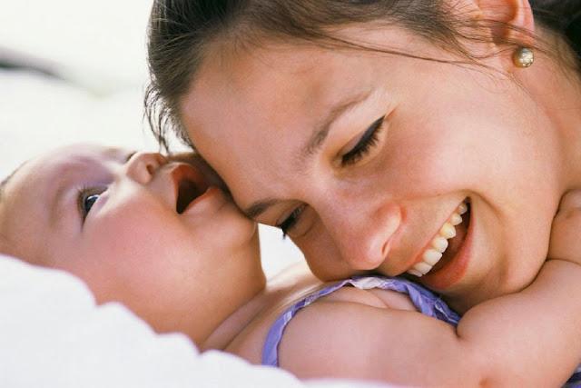 Pelukan Ibu, obat Mujarab bagi si kecil sakit