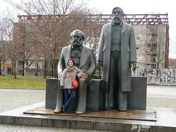 Con Marx y Engels