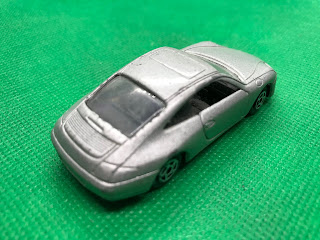 PORSCHE 996 のおんぼろミニカーを斜め後ろから撮影
