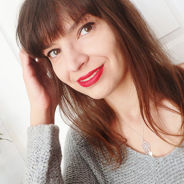 Blogerka Love in Warsaw na co dzień na zdjęciu selfie.