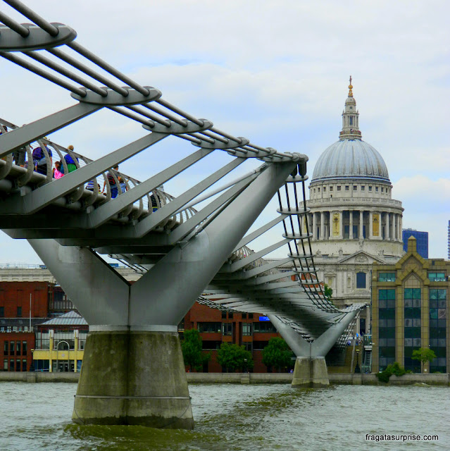 Londres :Millenium Bridge e  Catedral de Saint Paul