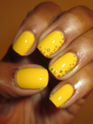 Color Club, Almost Famous, Gingerbread, yellow, gold, glitter, polka dot, dotticure, nails, nail art, nail design, mani