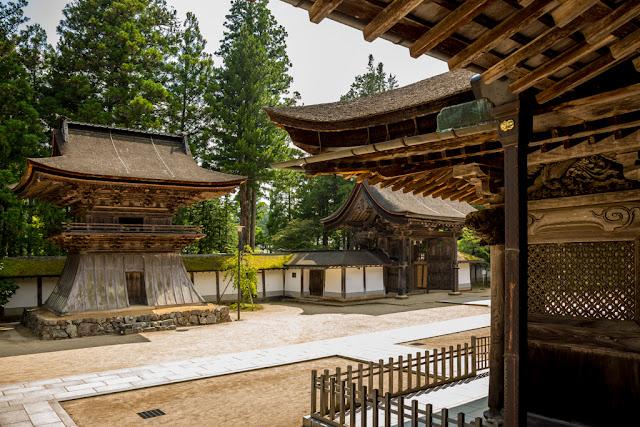 Shōrō del templo :: Canon EOS5D MkIII   ISO100   Canon 24-105@28mm   f/6.3   1/80s