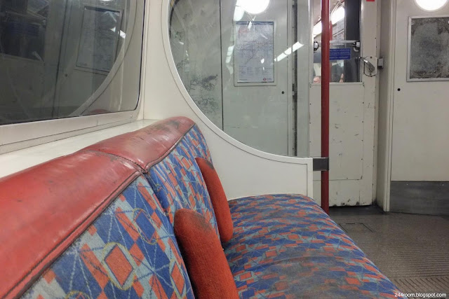 london-tube ロンドン地下鉄車内