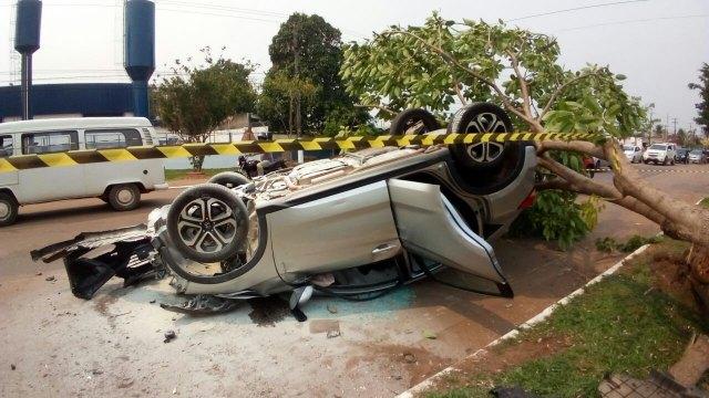 Acidente grave deixa quatro vítimas ficam feridas em acidente com capotamento