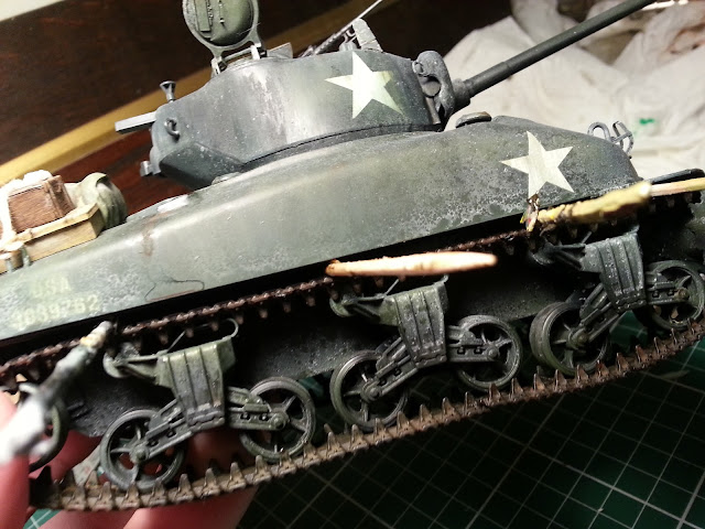 Fixing the elastic band tracks on my 1/35 Sherman
