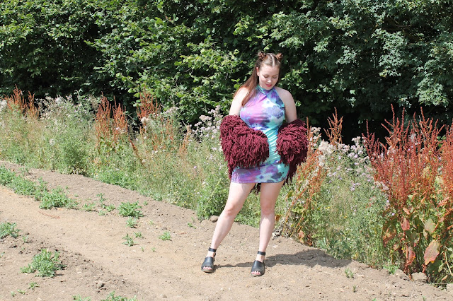 PrettyLittleThing, Burgundy Shaggy Cropped Cardigan, Giveaway, Tie Dye Bodycon Dress, Nicki Kinickie, Festival Looks,