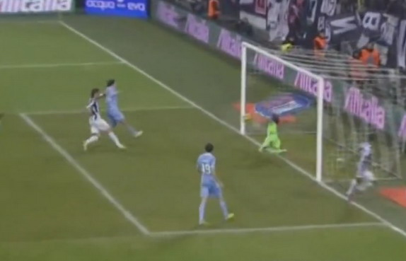Lazio goalkeeper Federico Marchetti pulls off a stunning save to deny Arturo Vidal