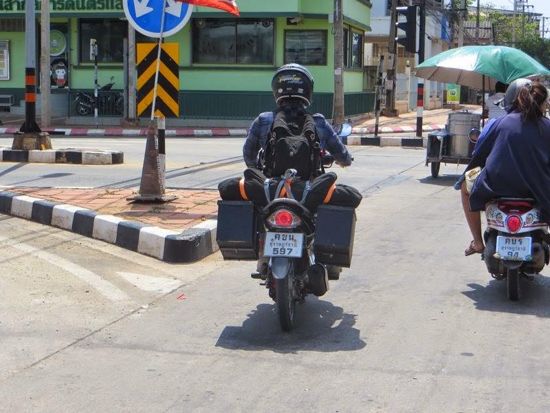 Мотопутешественник скутер Таиланда