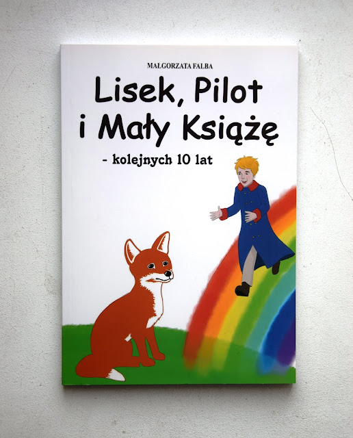 """Recenzje #46 - """"Lisek, Pilot i Mały Książe - kolejnych 10 lat"""" - okładka książki Małgorzaty Falby pt. """"Lisek, Pilot i Mały Książe - kolejnych 10 lat"""" - Francuski przy kawie"""
