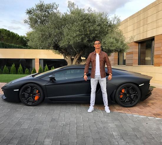 C Ronaldo takes a pic with his new Lamborghini