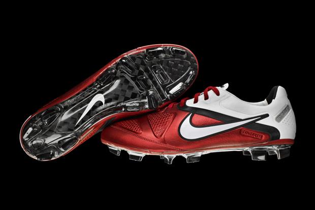 Futsal And Soccer Shoes: Nike CTR 360 Maestri iii Elite