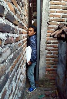 Nenek Sebetang Kara Tuna Netra Rumah Terjepit Masuk Gang Sempit