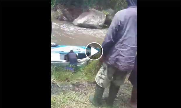 Tangkapan layar video amatir warga yang melintas lokasi kecelakaan di perbatasan Ngantang-Pujon. Kecelakaan melibatkan ambulans dan truk kosong. (BATUKITA.com)