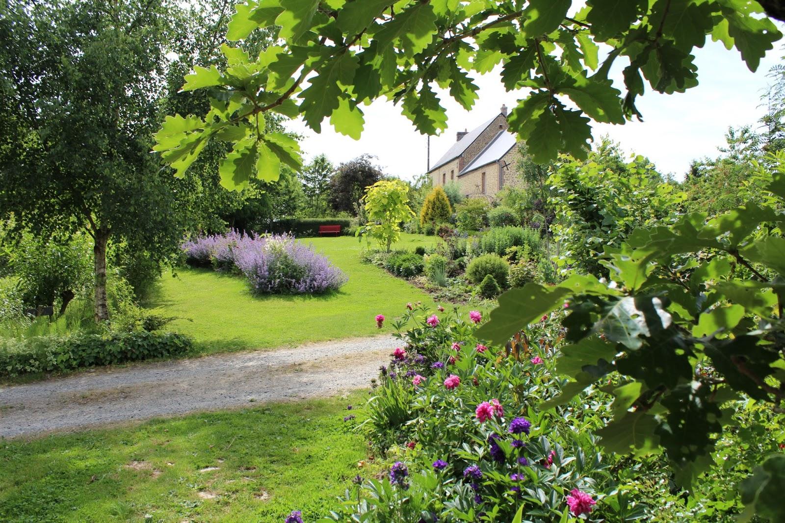 chambres d 39 h tes au jardin des violettes catalpa aur a faut il le tailler. Black Bedroom Furniture Sets. Home Design Ideas
