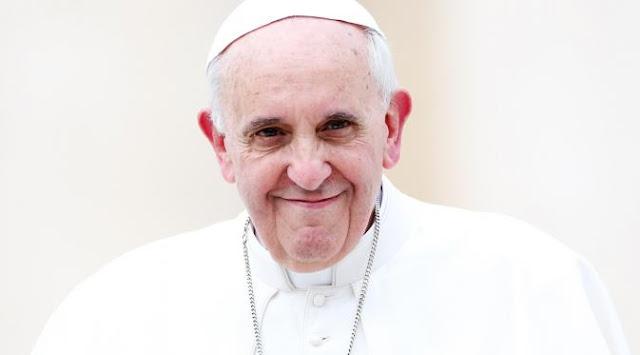 Paus Nobatkan Bunda Teresa Sebagai Santa