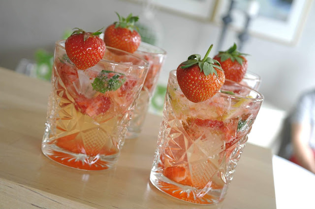 Sangria med bubbel och jordgubbar