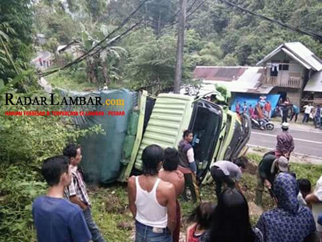 Rem Blong, Truck Fuso Bermuatan Pecah Belah Hantam Tebing