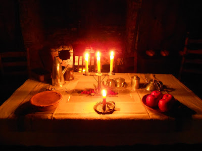 Candlelit-interior-at-Conrad-Weiser-Homestead