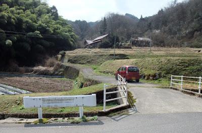 藤掛城への登城口