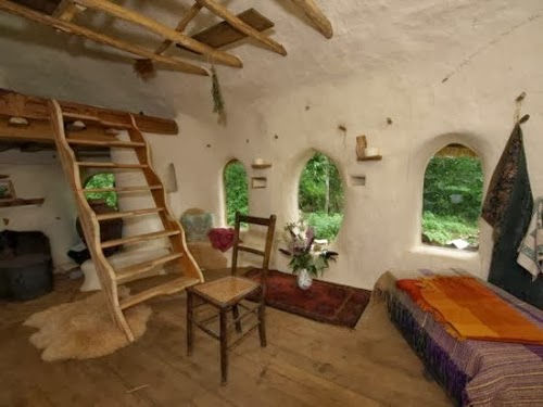 03-Living-and-Sleeping-Area-Michael-Buck-Hobbit-House-for-£150-www-designstack-co