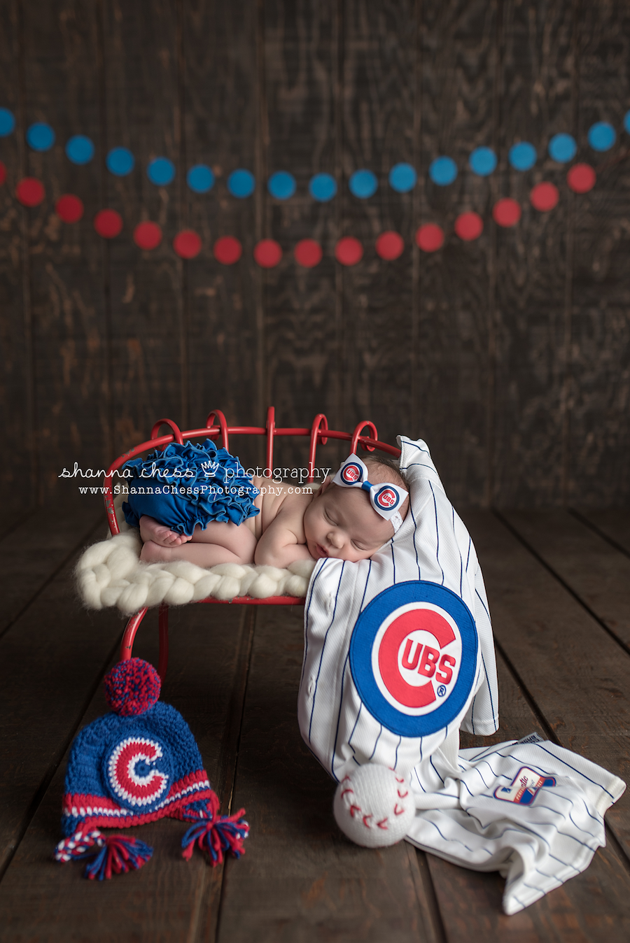 eugene oregon newborn photographer chicago cubs