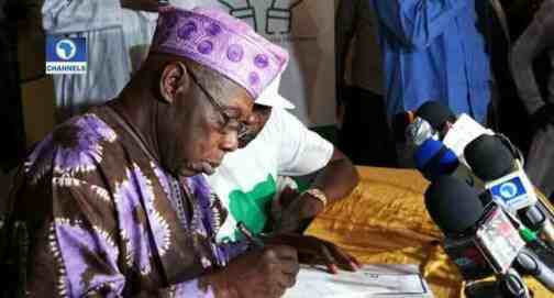 ''Buhari, APC taking Nigerians for fools'' ex-president Olusegun Obasanjo says