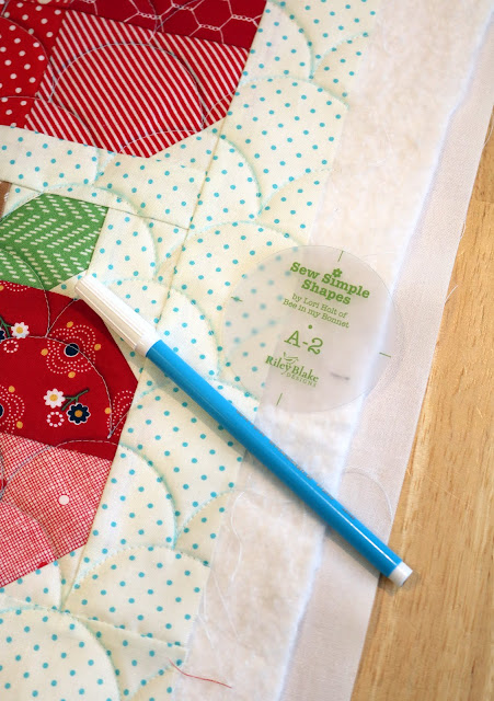 Tips for doing clam shell quilting on a mini quilt from A Bright Corner