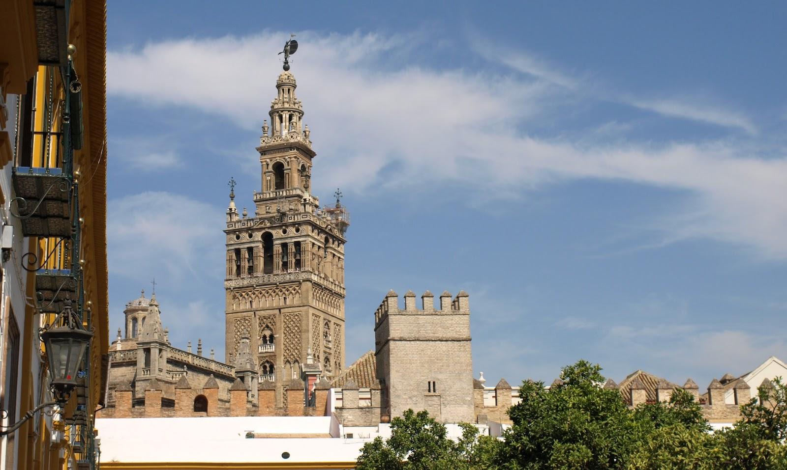 Sevilla daily photo el interior de la giralda 1 for Azulejos antiguos sevilla