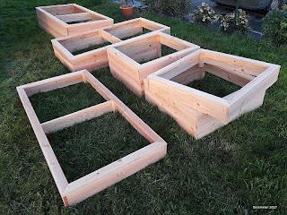 Ensemble de carrés de potager en bois de plusieurs dimensions carré 100 100 et rectangulaire 200 100 et de hauteur 15 30 et 45 centimètres
