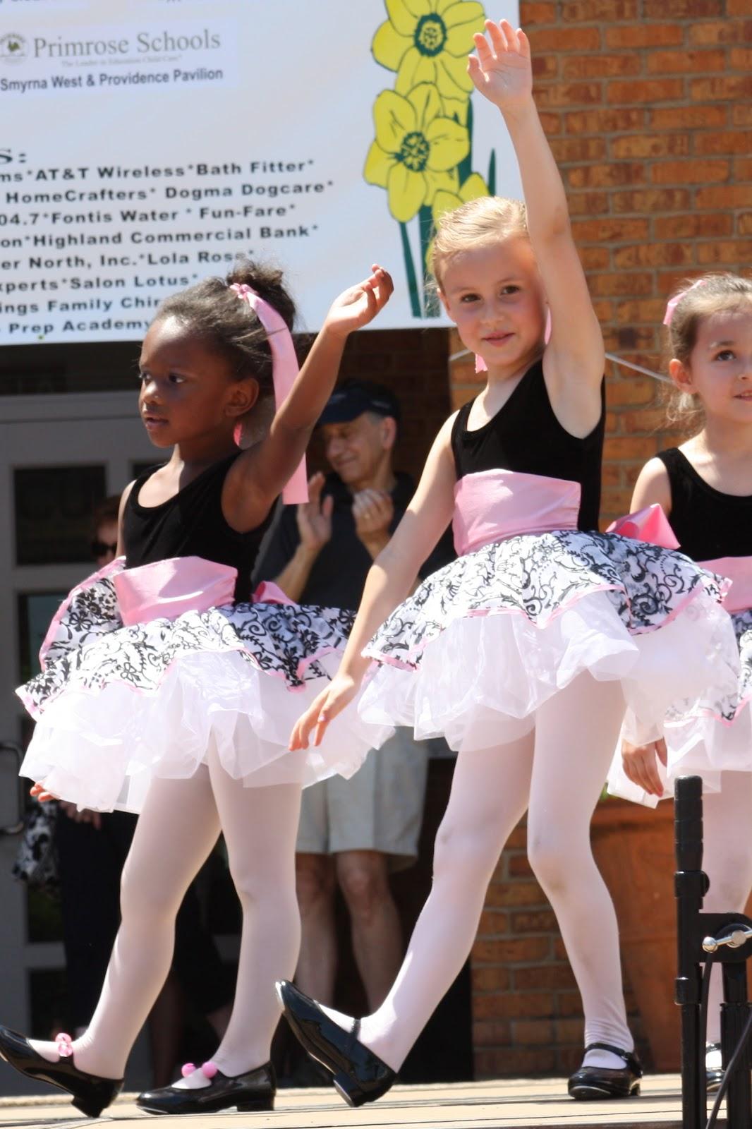 Little HIP Chicks: Handley's first dance recital