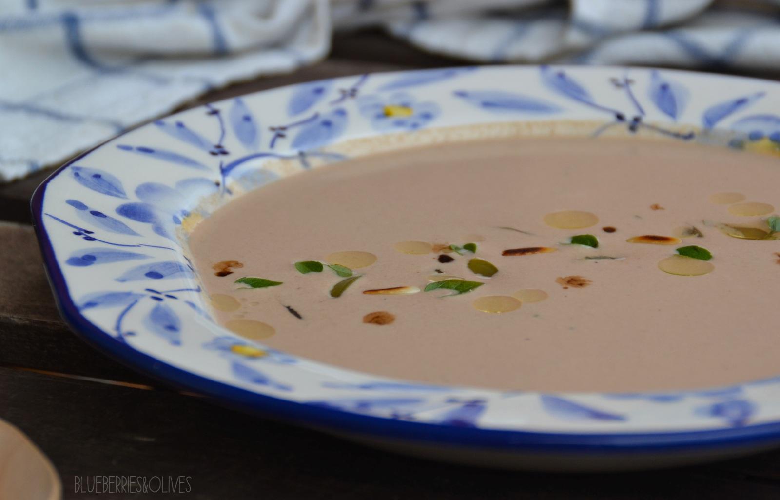 Crema fría de ajo negro y frutos secos 4