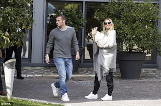Totti And Ilary With Baby Daughter