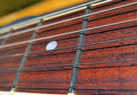 Cách sử lý đàn guitar bị rè, tẹt dây và câm tiếng