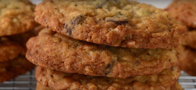How To Make Crispy Oatmeal Cookies