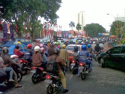 Kemacetan di Jalan Gubernur Suryo Kota Surabaya
