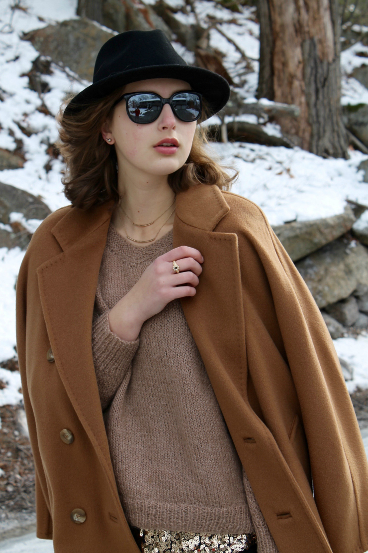 Camel Max Mara coat, jeans, black fedora hat and gold jewelry makes for a dressy look