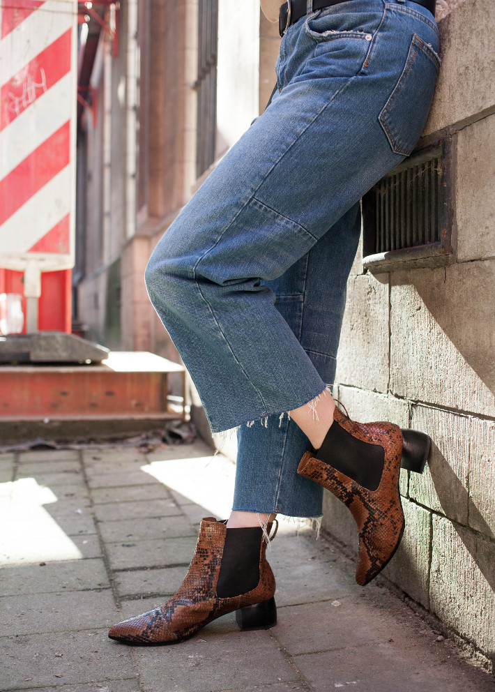 Outfit: 70s style in cropped denim and snakeskin chelsea boots