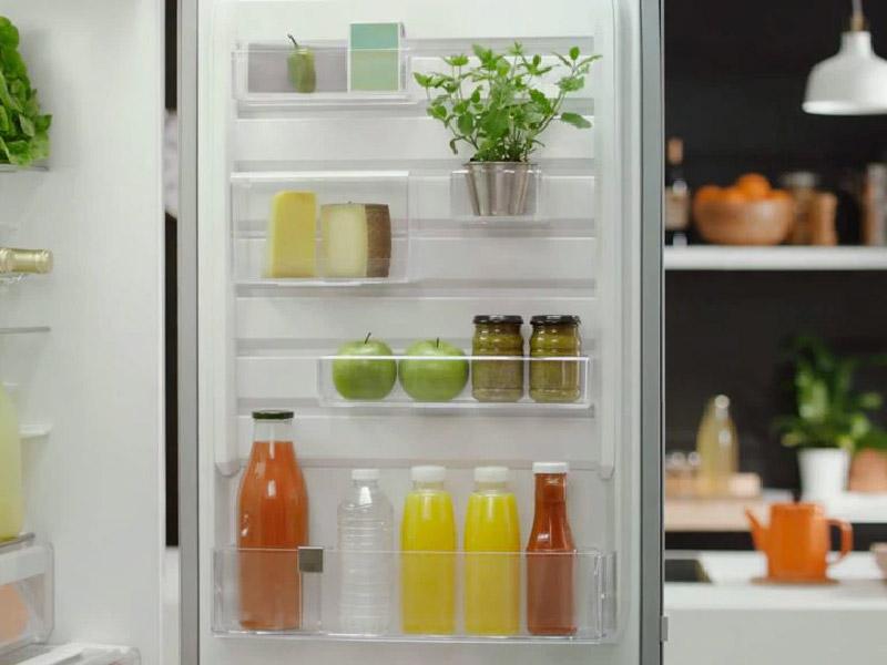 frigorifero ordinato e pulito