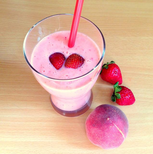 Δροσιστικό smoothie με φράουλες