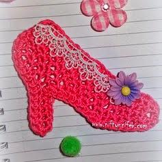 http://translate.googleusercontent.com/translate_c?depth=1&hl=es&rurl=translate.google.es&sl=en&tl=es&u=http://www.niftynnifer.com/2014/03/free-high-heel-shoe-motif-crochet.html&usg=ALkJrhhgvxjOyvmf9NytR_rKm9_Xfus_zg