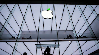 Apple blocked from selling iBooks and movies in China