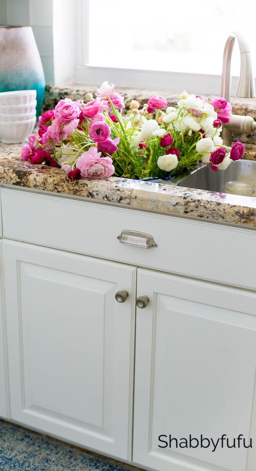 kitchen-sink-flowers-ranunculus-shabbyfufu