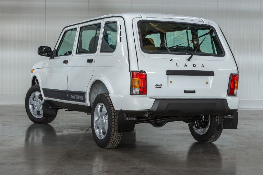 spotted cars in moscow lada urban 4x4 5 door. Black Bedroom Furniture Sets. Home Design Ideas