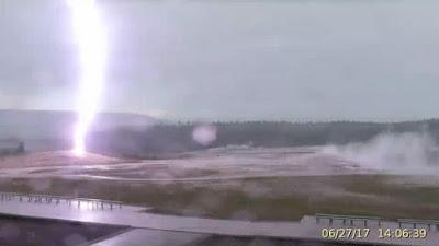 برق بركاني في يلوستون