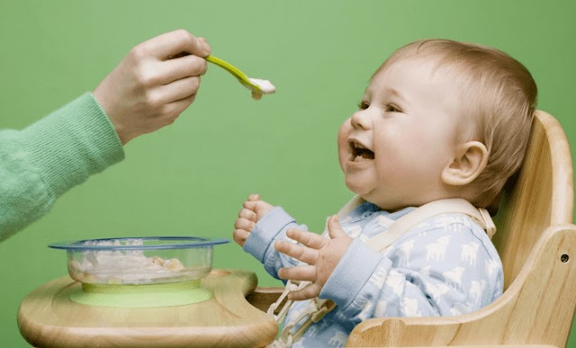 Nutrisi Tepat Usia untuk Perkembangan Bayi Anda yang Optimal