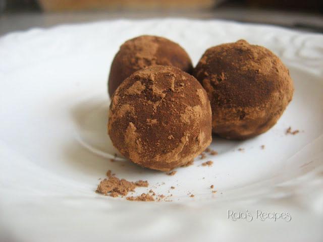Super Easy Raw Peanut Butter Truffles | www.RaiasRecipes.com