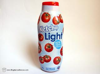 Ketchup light Hacendado de Mercadona con un 40% menos de azúcares y un 30% menos de calorías.