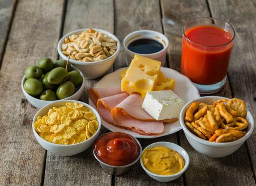 Mengkonsumsi Makanan Terlalu Banyak Natrium dan Fosfor
