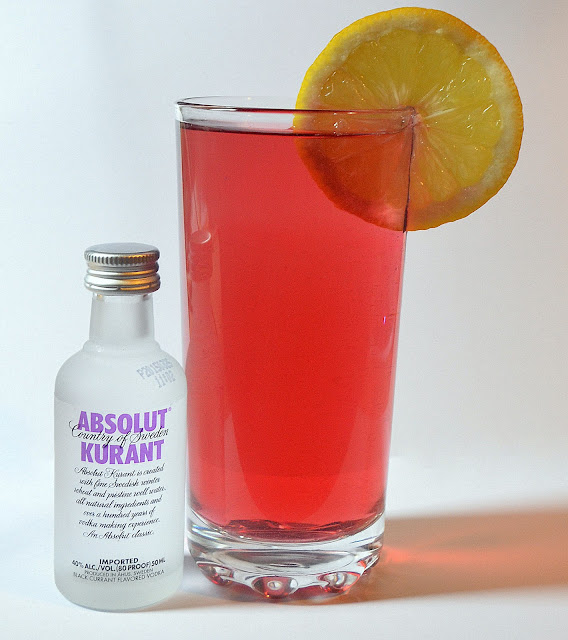 Blackcurrant and lemonade drink